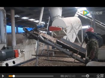 木屑ke粒生产现场视频